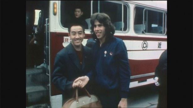 荘則棟氏(左)は、卓球の世界選手権で当時国交のなかったアメリカのグレン・... 荘則棟氏(左)は