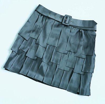上品な素材感と凝ったデザイン、絶妙なカラーリングのスカートがなんと2990円!