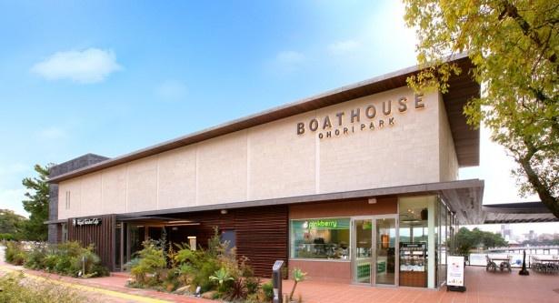 大濠公園内に完成した「ボートハウス 大濠パーク」。水辺や自然を最大限に生かした施設だ