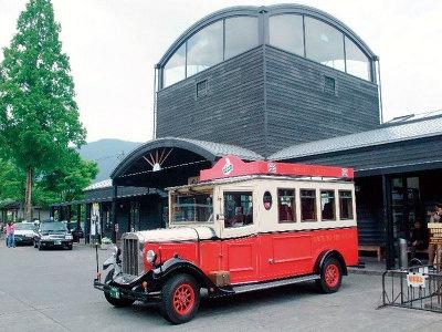スカーボロ。英国式のクラシックカー。予約は当日のみで、JR由布院駅より出発する