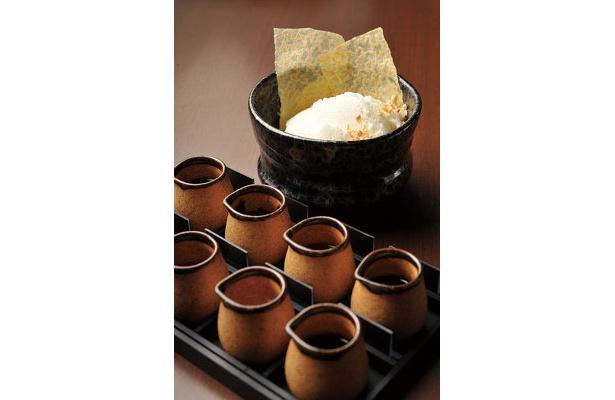 「カフェ椿」のアイスオンザリキュール(コーヒー付き)¥680