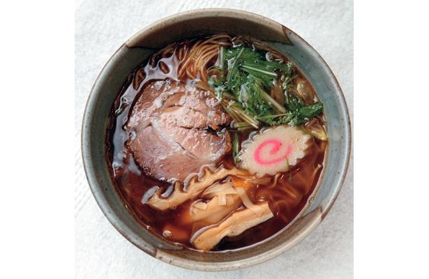 2番ダシで煮干し風味を極める、ラーメンむろやの「にぼしラーメン」(800円)