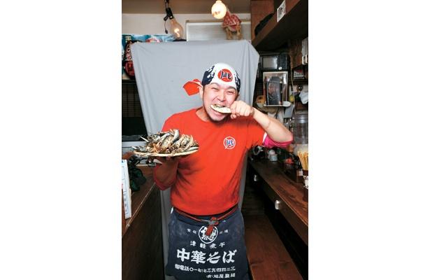「新宿煮干しラーメン凪 新宿ゴールデン街店」の大将も自信の笑顔