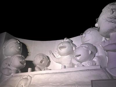 大通公園10丁目では、テレビでおなじみサザエさん一家が登場!