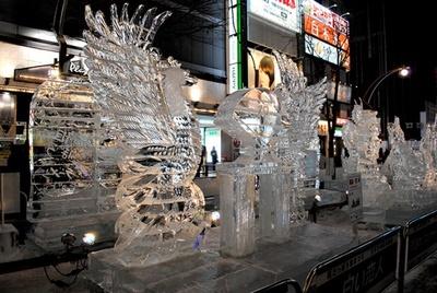 職人技が光る精巧な氷像が並ぶ(すすきの会場)
