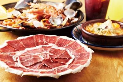 とろけるような質感と、オリーブオイルのように芳醇に香る生ハムが食べられるハモネリア ベジョータ ギョクロは、京都で4店舗を展開する人気のスペインバル