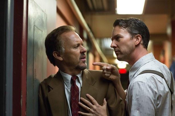 エドワード・ノートン演じるマイクと対立するリーガン エドワード・ノートン演じるマイクと対立するリ