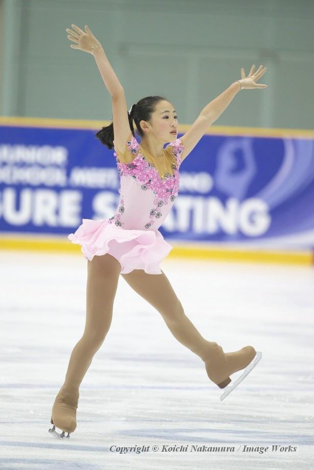【写真を見る】全国中学校大会での青木祐奈のショートプログラム。長い手足を存分に生かした表現力も彼女の魅力だ
