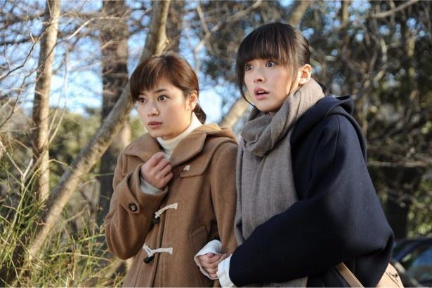「棟居刑事の黒い祭」に出演する平愛梨(左)、貫地谷しほり(右)