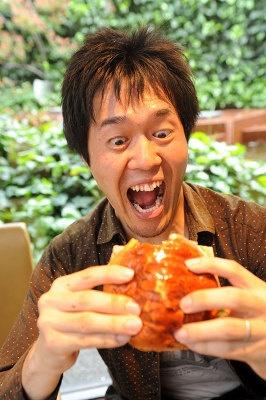 過去に200種類以上のバーガーを食べた、関西ウォーカー編集部・薮もビックリのうまさ!