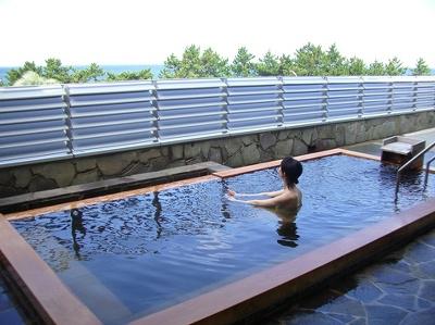 両プランとも楽しめる露天風呂。レイトチェックアウトなので、のんびり満喫できる