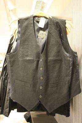 メンズのベストはTシャツの上にさらりとはおりたい(2190円)