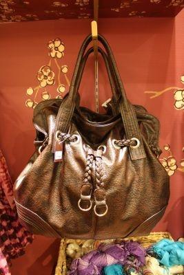 2480円とバッグも激安!男女両方持てるシンプルなデザイン