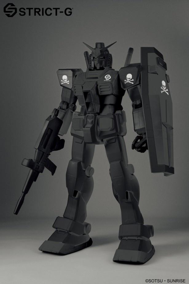 【写真を見る】なんと約60万円!全身が漆黒に塗られ、スカルモチーフのシルクプリントがシールドや両肩に配置された「STRICT-G 1/12 RX-78-2 GUNDAM MMJ Color ver.」(59万4000円)
