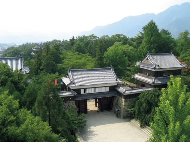 「サマーウォーズ」のヒロインの実家入り口は、長野県上田市にある上田城の東虎口櫓門がモチーフ