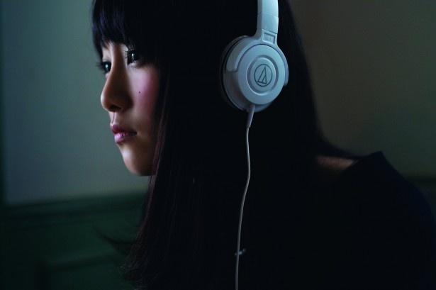 【写真を見る】松井玲奈の美しすぎる泣き顔…この後、大粒の涙が 【写真を見る】松井玲奈の美しすぎる