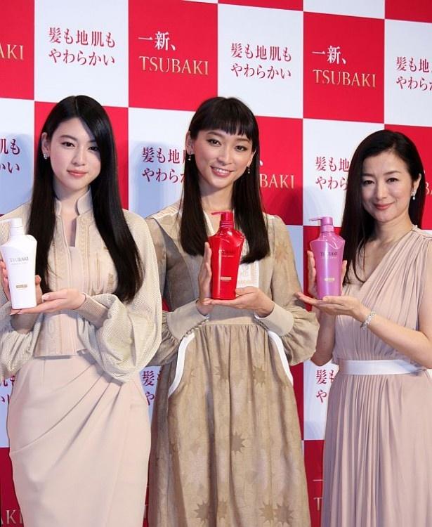 TSUBAKIの新CMに出演する三吉彩花、杏、鈴木京香(左から)