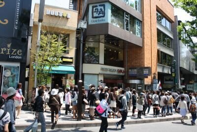 行列は原宿駅まで!大勢の人がつめかけた