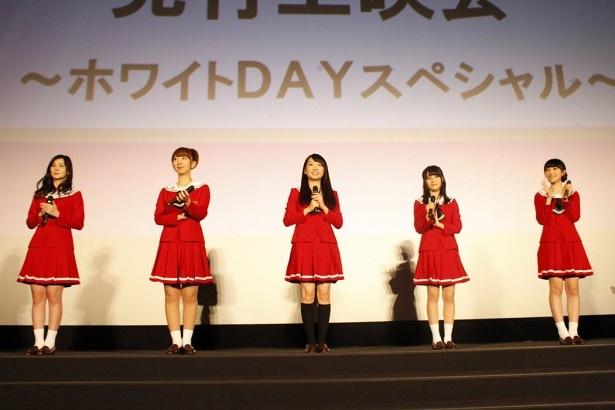 テレビアニメ「レーカン!」先行上映会でトークを繰り広げたメインキャストの5名。写真左から、M・A・O、飯田里穂、木戸衣吹、伊藤美来、山崎エリイ