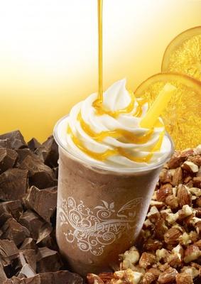 「ショコリキサー 復活総選挙」参加フレーバーの「ダークチョコレート オレンジ&アーモンド」(2012年8月発売)。オレンジピールとキャラメリゼしたアーモンドによる贅沢な1杯