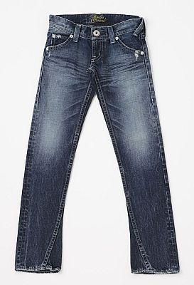 裾がわずかに広がったボーイズカットデニムは、スタイルをよく見せる効果あり!/ロデオ クラウンズ