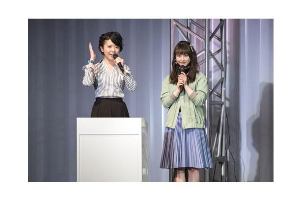 MCを務めた小新井涼(左)と、鑑純音役の松井玲奈(右)
