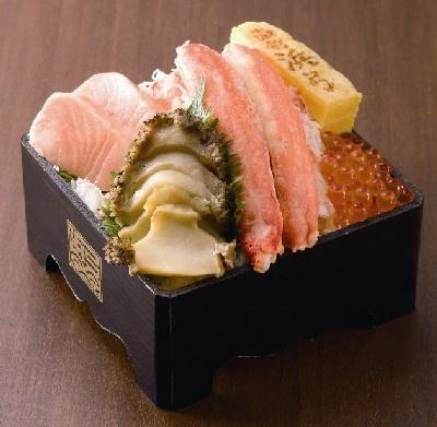 函館・赤絵浜弓の「蝦夷あわび海鮮弁当」¥1890