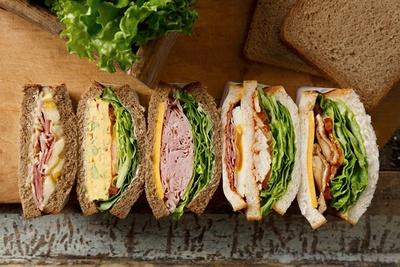 【写真を見る】その日の気分に合わせて、5種類の中から好きなサンドイッチが楽しめる