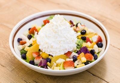 平日の10時30分まで限定で販売している「サワーホイップクリームのフルーツサラダ」(1400円)は名古屋パルコ店のみ先行発売