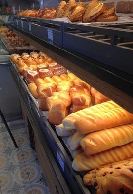 昔ながらの伝統的な製法で手作りした焼き立てのパン