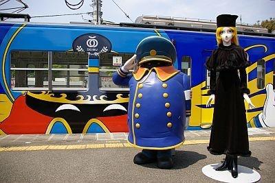 豊島園駅で車掌さんとメーテルのフィギュアがお出迎え
