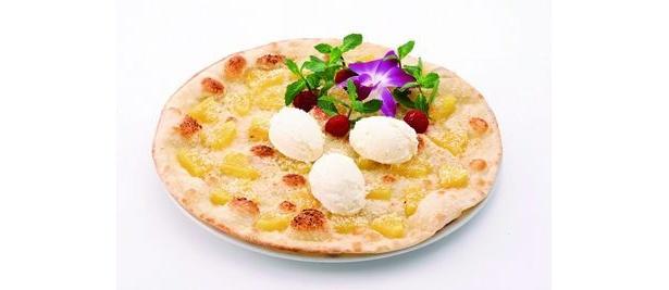 「マーノ マッジョ」のパイナップルとココナッツのピッツァ ヨーグルトアイス添え(980円)