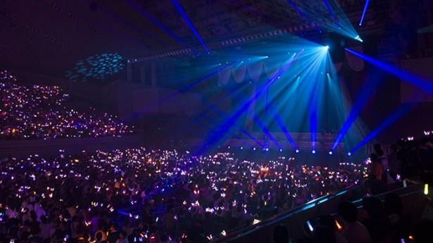 2回目の単独ライブとなった「THE IDOLM@STER MILLION LIVE! 2ndLIVE ENJOY H@RMONY!!」。会場となった幕張メッセ イベントホールは超満員!