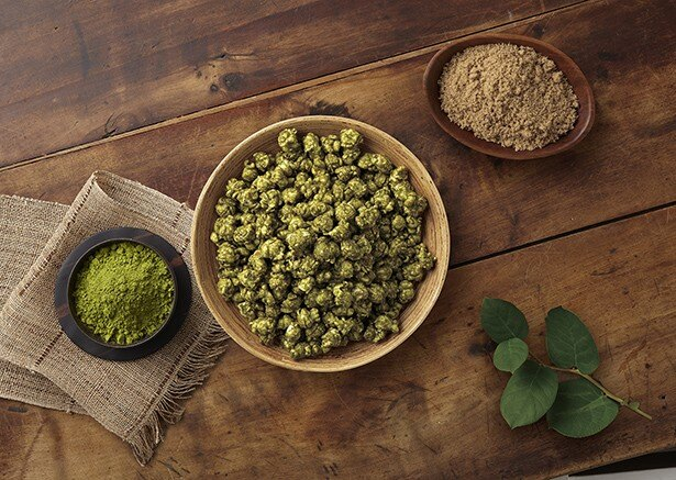 【写真を見る】緑が鮮やかな「抹茶 キャラメルクリスプ」(クォート缶のみ1350円)は新緑の季節にぴったり