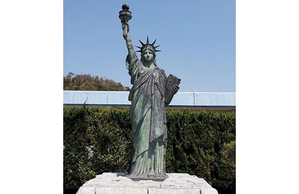 自由の女神! 大きさは実物よりかなり小さめ