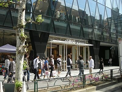 コレクトポイントは、渋谷方面の明治通り沿いに