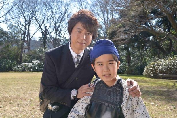 5月17日(日)放送のドラマスペシャル「遺留捜査」に出演する上川隆也、鈴木福くん(写真左から)