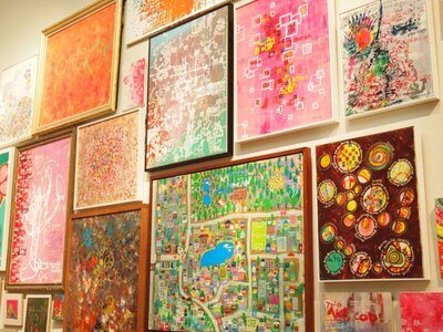 【写真を見る】木梨憲武の多彩な才能を存分に堪能できる個展