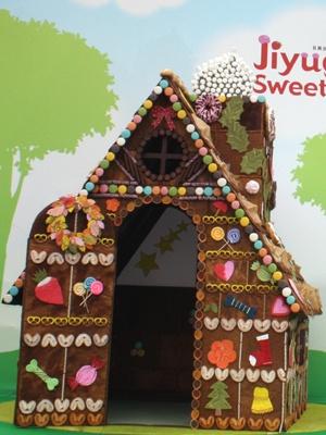 使用したスイーツ約400個!「お菓子の家」の全貌はコチラ