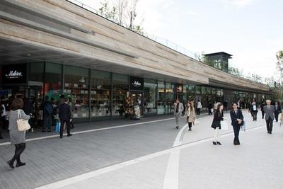 【写真を見る】テラスマーケットには日本初出店となるスペイン王室御用達の老舗デリカなど、見逃せないショップばかり!
