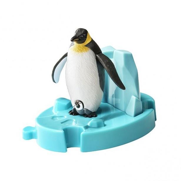 翼が上下に動く「ペンギンのおやこ」。ちょこんと覗く子どものペンギンに注目!