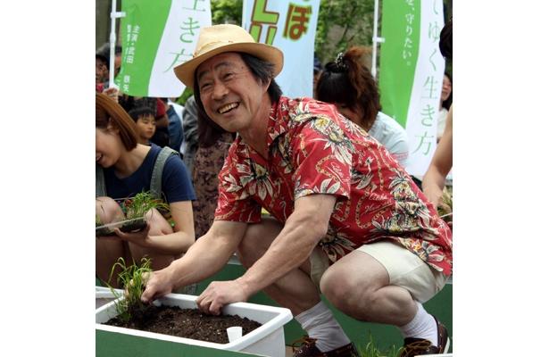 うまく植えられてご機嫌の武田さん