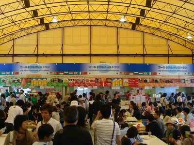 連休中ということもあり、大繁盛のワールドグルメレストラン(写真5)