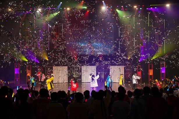 最後の曲は出演者全員がステージに上がっての「花ヤ踊レヤいろはにほ」。観客も一緒に歌って、会場は多幸感に包まれていた