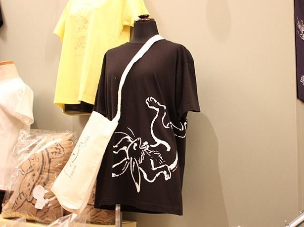 先行販売されて人気を集めたという鳥獣戯画「Tシャツ・黒」(3000円)