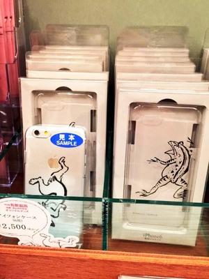鳥獣戯画モチーフのiphoneケース(2500円)も展開