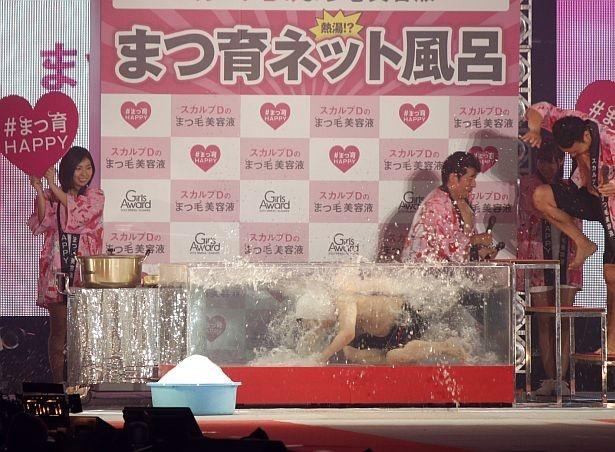 【写真を見る】想像以上に高い温度に「スタッフ分かってない!」と、上島竜兵は激怒