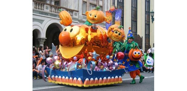 「ハロウィーン・キャラクター・パレード」の一場面