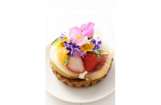"""目にも鮮やか!""""食べられる花""""エディブルフラワー"""