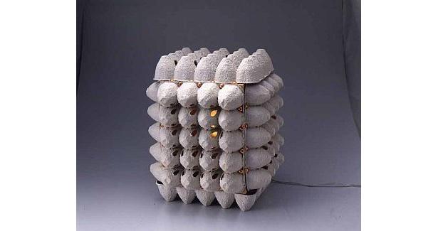 不思議な形が魅力的なマイク眞木さんの「カラ卵カラ」